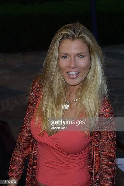 """Actress Amber Smith arrives at the world premiere of the film """"Lara Croft: Tomb Raider"""" June 11, 2001 in Westwood, CA."""