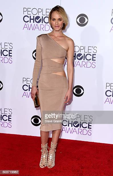 Actress Amber Valletta attends the People's Choice Awards 2016 at Microsoft Theater on January 6 2016 in Los Angeles California