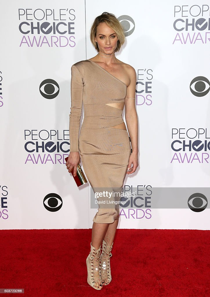 Actress Amber Valletta attends the People's Choice Awards 2016 at Microsoft Theater on January 6, 2016 in Los Angeles, California.
