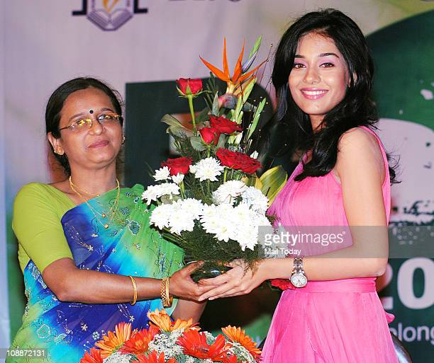 Actress Amrita Rao at Rizvi College Mumbai on February 4 2011