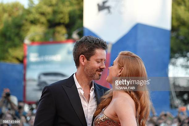 Actress Amy Adams and her husband Darren Le Gallo kiss on the red carpet before the premiere of the movie 'Nocturnal Animals' presented in...