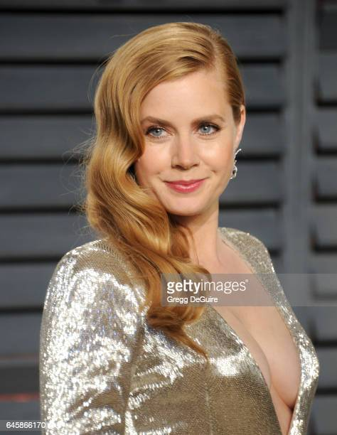 Actress Amy Adams arrives at the 2017 Vanity Fair Oscar Party Hosted By Graydon Carter at Wallis Annenberg Center for the Performing Arts on February...