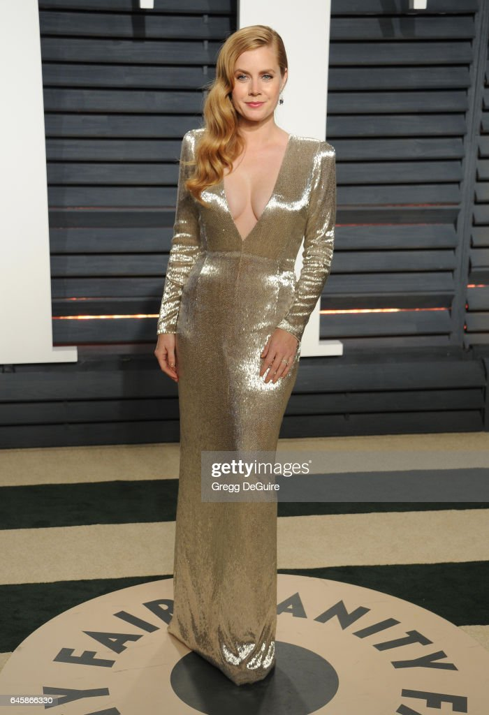 Actress Amy Adams arrives at the 2017 Vanity Fair Oscar Party Hosted By Graydon Carter at Wallis Annenberg Center for the Performing Arts on February 26, 2017 in Beverly Hills, California.
