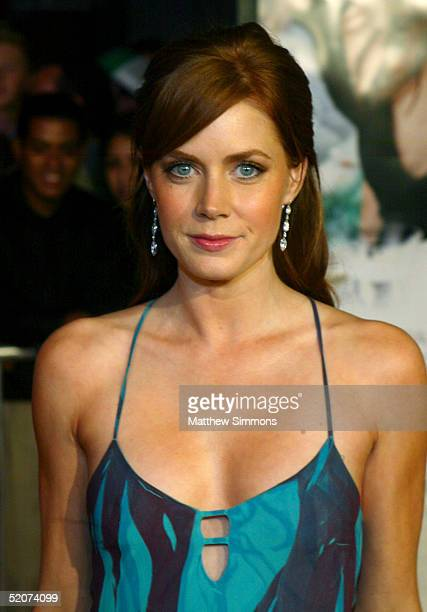 Actress Amy Adams arrives for the premiere of Universal Pictures' 'The Wedding Date' at the Universal Studios Cinemas on January 27 2005 in Universal...