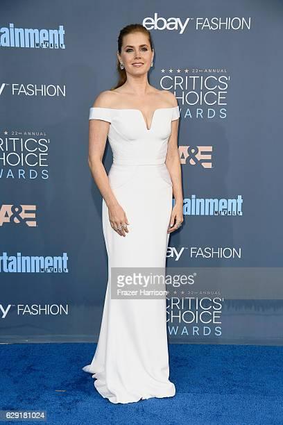 Actress Amy Adams attends The 22nd Annual Critics' Choice Awards at Barker Hangar on December 11 2016 in Santa Monica California