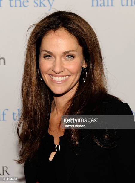 Actress Amy Brenneman arrives at the Hollywood Media Honors New York Times Columnist Nicholas Kristof held at Moura Starr on Melrose Pacific Design...