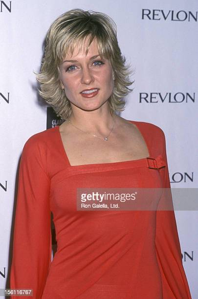 Actress Amy Carlson attends the 12th Annual Glamour Women of the Year Awards on October 29 2001 at Metropolitan Museum of Art in New York City New...