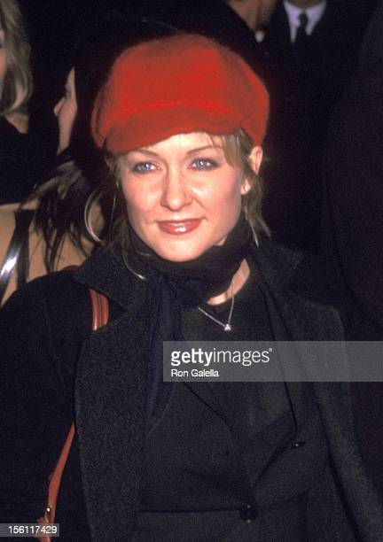 Actress Amy Carlson attends the 'Analyze That' New York City Premiere on December 2 2002 at Ziegfeld Theater in New York City New York