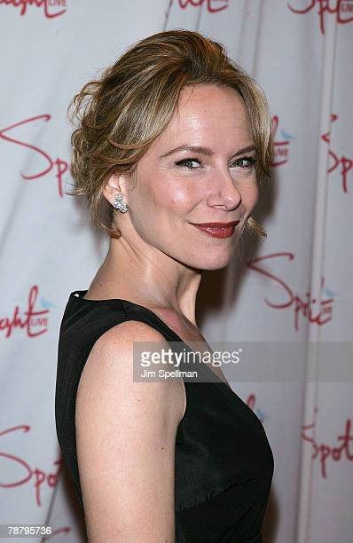 Actress Amy Ryan arrives at the 2007 New York Film Critic's Circle Awards at Spotlight on January 6, 2008 in New York City.