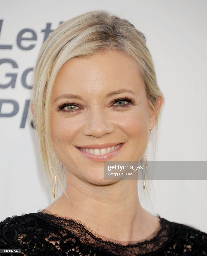 Actress Amy Smart arrives at the 2013 Environmental Media Awards at Warner Bros. Studios on October 19, 2013 in Burbank, California.