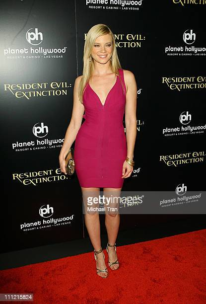 Actress Amy Smart arrives at the World Premiere of 'Resident Evil Extinction' at Planet Hollywood Resort and Casino on September 20 2007 in Las Vegas...