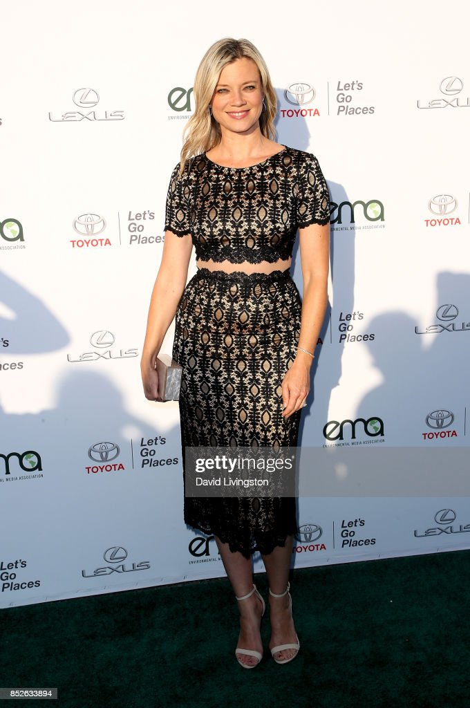 Actress Amy Smart attends the 27th Annual EMA Awards at Barker Hangar on September 23, 2017 in Santa Monica, California.
