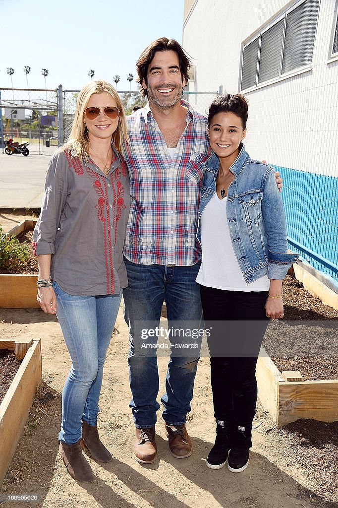 Actress Amy Smart, television personality Carter Oosterhouse and actress Emmanuelle Chriqui celebrate Earth Day with the Environmental Media Association at Cochran Middle School on April 18, 2013 in Los Angeles, California.