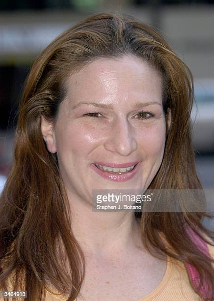 Actress Ana Gasteyer poses before the start of the Planned Parenthood 'Stand Up For Choice' Extravaganza on April 24 2004 in Washington DC The...