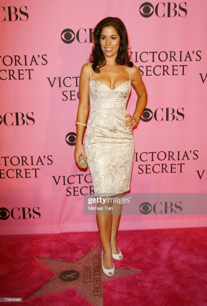 Actress Ana Ortiz arrives at The 2007 Victoria's Secret Fashion Show held at Kodak Theater on November 15, 2007 in Hollywood, California.