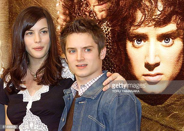 US actress and her compatriot actor Elijah Wood poses for photographers during a press conference in Tokyo 20 February 2002 to promote their new...
