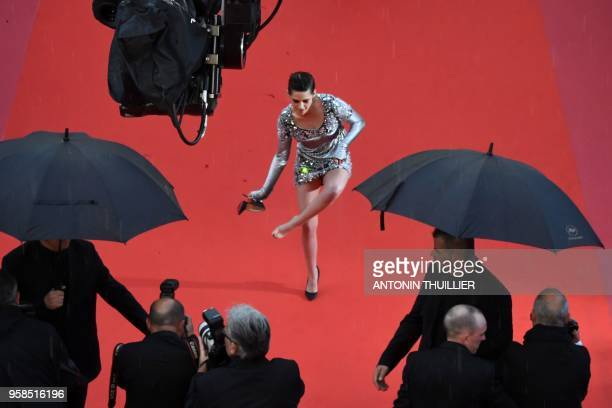 TOPSHOT US actress and member of the Feature Film Jury Kristen Stewart removes her shoes on the red carpet as she arrives on May 14 2018 for the...