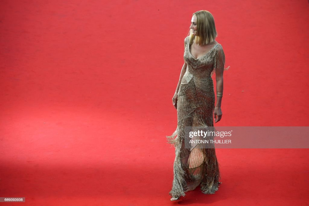 TOPSHOT - US actress and President of the Un Certain Regard jury Uma Thurman poses as she arrives on May 28, 2017 for the closing ceremony of the 70th edition of the Cannes Film Festival in Cannes, southern France. / AFP PHOTO / Antonin THUILLIER
