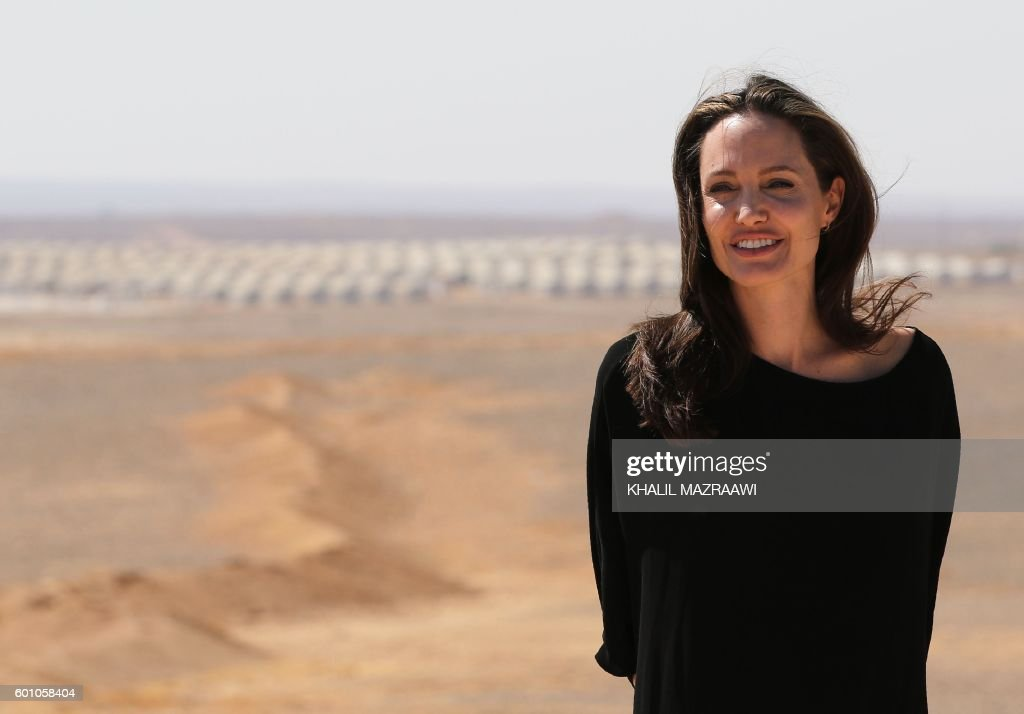 US actress and UNHCR special envoy Angelina Jolie looks on during a visit to a Syrian refugee camp in Azraq in northern Jordan, on September 9, 2016. / AFP / Khalil MAZRAAWI