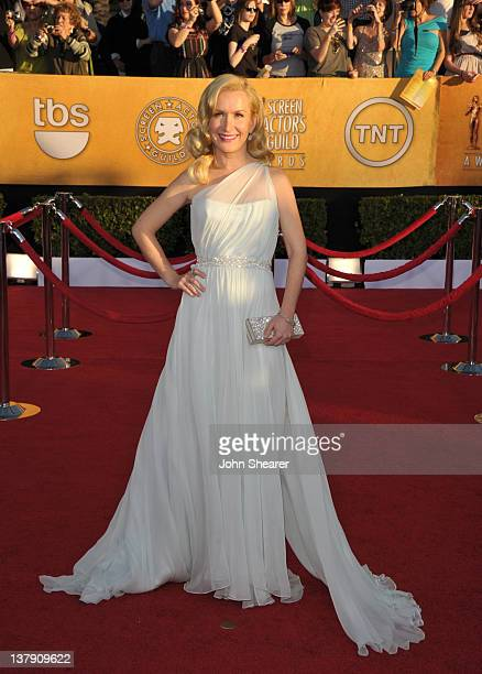 Actress Angela Kinsey arrives at The 18th Annual Screen Actors Guild Awards broadcast on TNT/TBS at The Shrine Auditorium on January 29 2012 in Los...