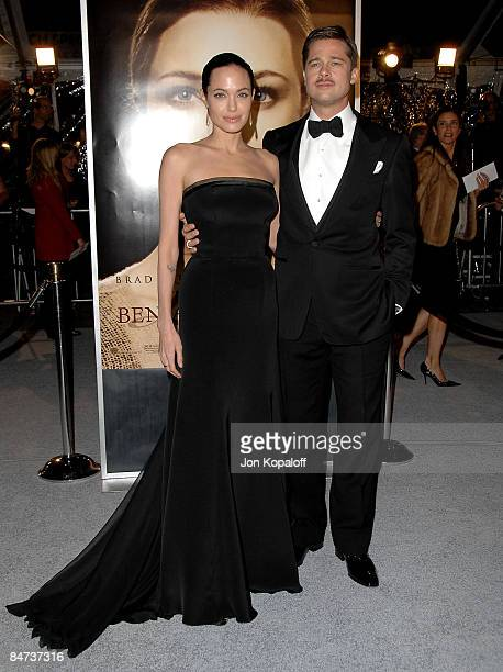 Actress Angelina Jolie and actor Brad Pitt arrive at the Los Angeles Premiere The Curious Case of Benjamin Buttons at Mann's Village on December 8...