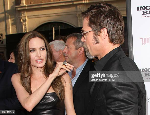 Actress Angelina Jolie and actor Brad Pitt arrive at the premiere of Weinstein Co's 'Inglourious Basterds' held at Grauman's Chinese Theatre on...