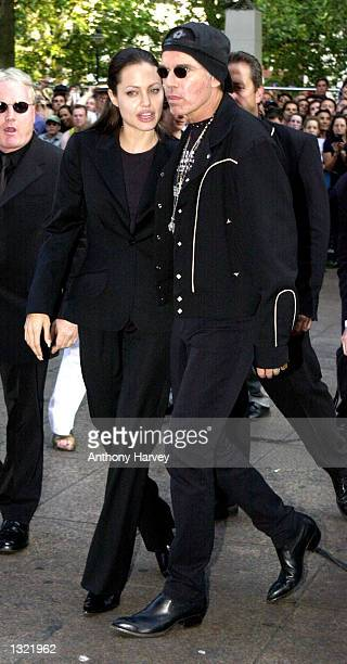 Actress Angelina Jolie and her husband Billy Bob Thornton arrive for the premiere of 'Tomb Raider' July 03 2001 in London