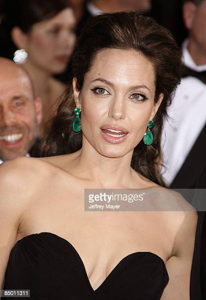 Actress Angelina Jolie arrives at the 81st Academy Awards at The Kodak Theatre on February 22, 2009 in Hollywood, California.