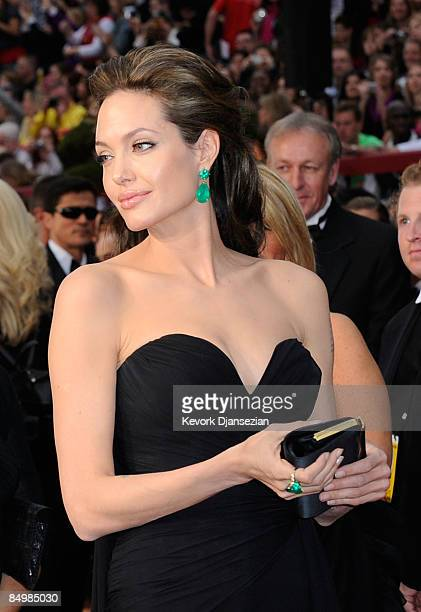 Actress Angelina Jolie arrives at the 81st Annual Academy Awards held at Kodak Theatre on February 22, 2009 in Los Angeles, California.