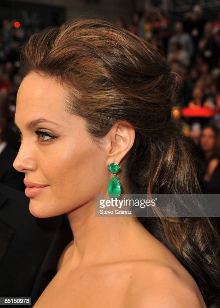 Actress Angelina Jolie arrives at the 81st Annual Academy Awards held at The Kodak Theatre on February 22, 2009 in Hollywood, California.