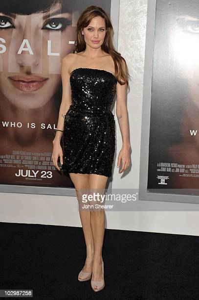 Actress Angelina Jolie arrives at the Salt Los Angeles Premiere at Grauman's Chinese Theatre on July 19 2010 in Hollywood California