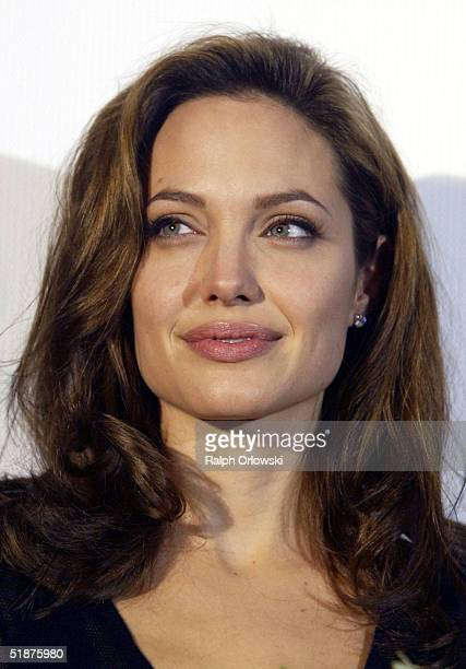 S actress Angelina Jolie arrives for the German premiere of 'Alexander' at the Cinedom on December 17 2004 in Cologne Germany