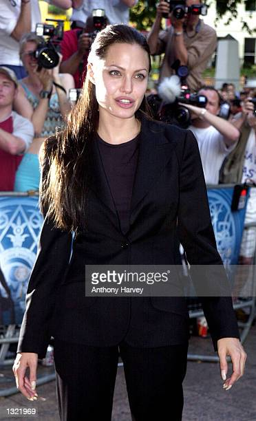 Actress Angelina Jolie arrives for the premiere of 'Tomb Raider' July 03 2001 in London