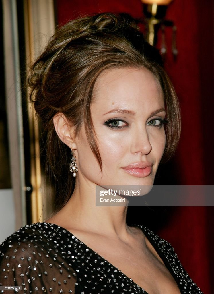 Actress Angelina Jolie attends the World Premiere of 'The Good Shepherd' presented by Universal Pictures at the Ziegfeld Theatre on December 11, 2006 in New York City.