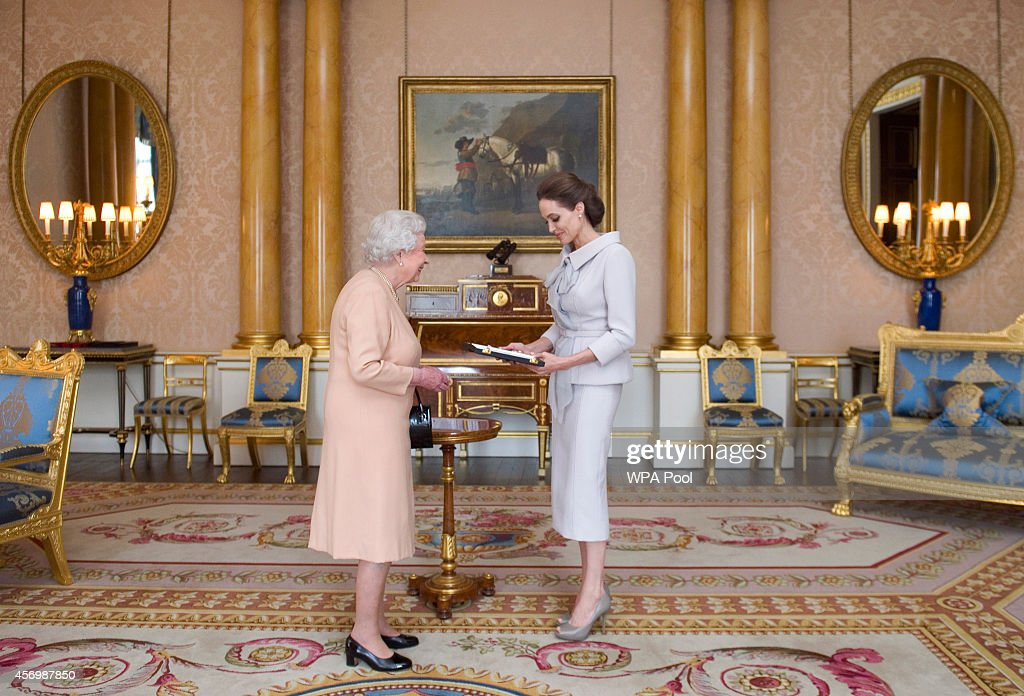 An Audience With Queen Elizabeth II : News Photo