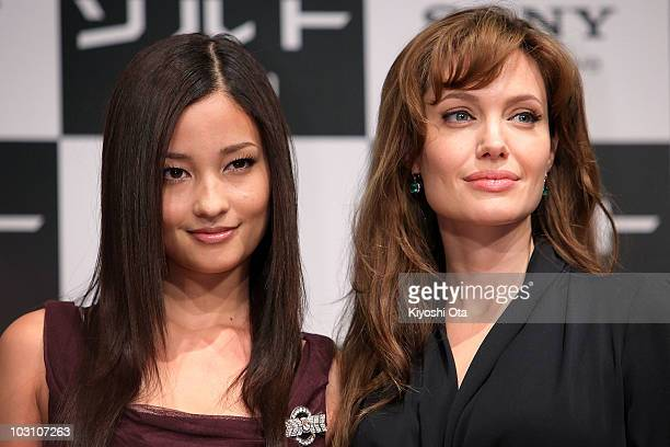 Actress Angelina Jolie poses with actress Meisa Kuroki during the 'Salt' press conference at Grand Hyatt Tokyo on July 27 2010 in Tokyo Japan The...