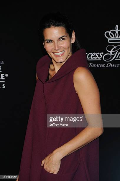 Actress Angie Harmon arrives at the 2009 Rodeo Drive Walk of Style Awards Ceremony October 22 2009 in Beverly Hills California