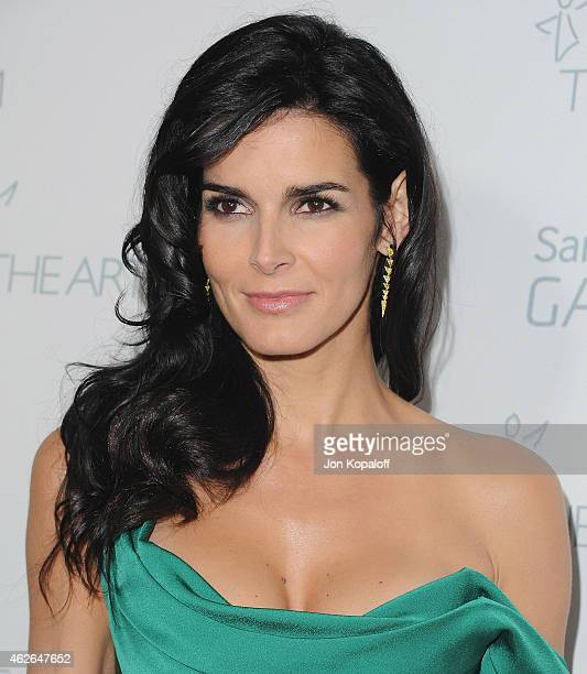 Actress Angie Harmon arrives at The Art Of Elysium 8th Annual Heaven Gala at Hangar 8 on January 10, 2015 in Santa Monica, California.