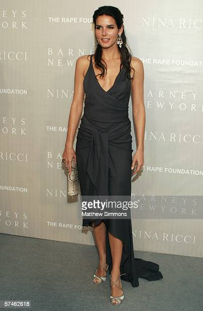Actress Angie Harmon attends the Nina Ricci Fall 2006 Collection fashion show to benefit The Rape Foundation at Barneys New York on April 26 2006 in...