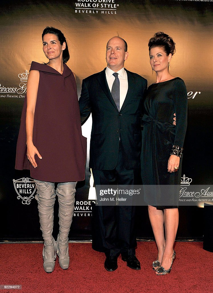 Actress Angie Harmon, HSH Prince Albert II of Monaco, and actress Debra Messing attend the Rodeo Drive Walk Of Style held on Rodeo Drive on October 22, 2009 in Beverly Hills, California.