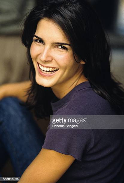Actress Angie Harmon poses for a portrait in September 1998 in New York, New York.