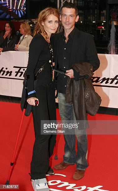 Actress Anja Kling and her husband Jens Solf attend the premiere of the film Das Parfum September 8 2006 in Berlin Germany