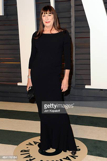 Actress Anjelica Huston attends the 2015 Vanity Fair Oscar Party hosted by Graydon Carter at Wallis Annenberg Center for the Performing Arts on...