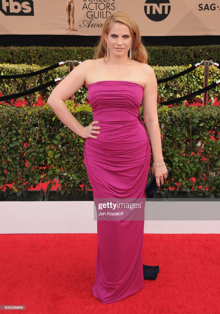 Actress Anna Chlumsky arrives at the 23rd Annual Screen Actors Guild Awards at The Shrine Expo Hall on January 29, 2017 in Los Angeles, California.