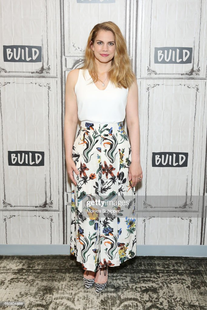 "Build Presents Anna Chlumsky Discussing ""Veep"""