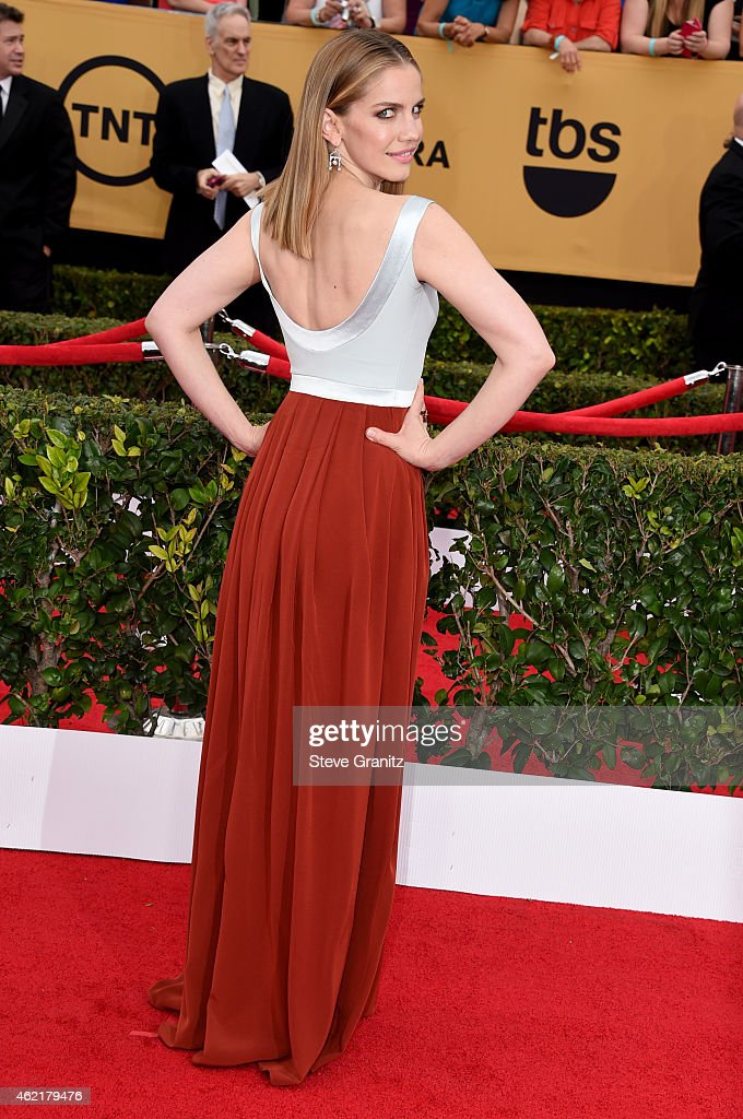 Actress Anna Chlumsky attends the 21st Annual Screen Actors Guild Awards at The Shrine Auditorium on January 25, 2015 in Los Angeles, California.