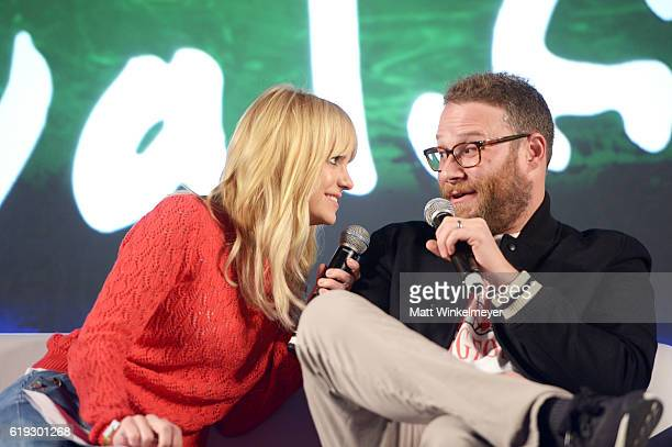 Actress Anna Faris and Actor/filmmaker Seth Rogen speak onstage during the 'Anna Faris is Unqualified' panel at Entertainment Weekly's PopFest at The...