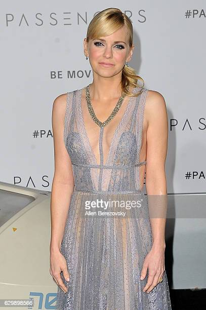 """Actress Anna Faris arrives at the Premiere of Columbia Pictures' """"Passengers"""" at Regency Village Theatre on December 14, 2016 in Westwood, California."""