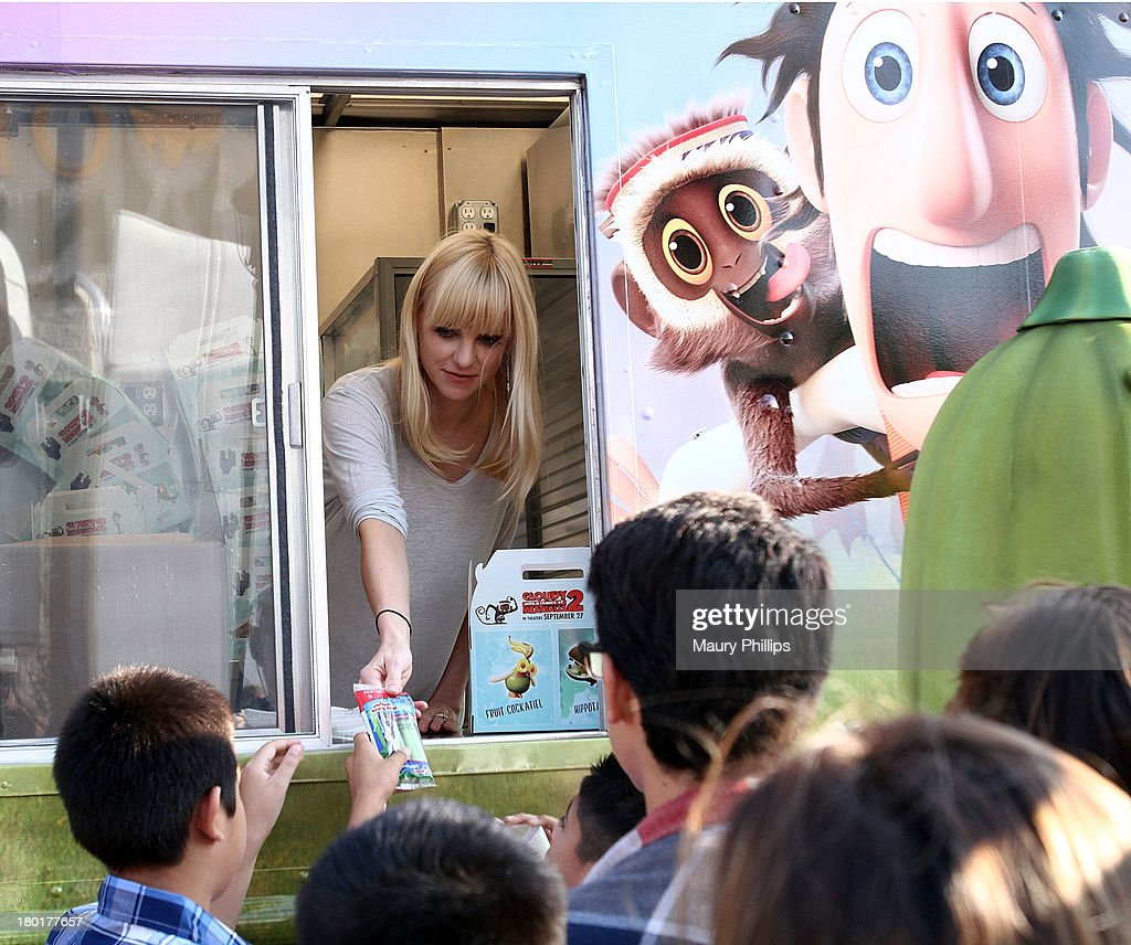 Actress Anna Faris at the Los Angeles Regional Food Bank with Feeding America for Sony Pictures Animation's 'Cloudy with a Chance of Meatballs 2' on September 9, 2013 in Los Angeles, California.