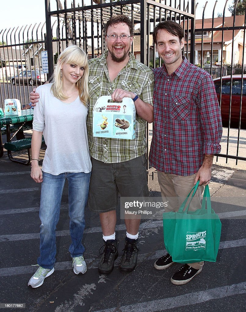 Actress Anna Faris, director Kris Pearn and actor Will Forte at the Los Angeles Regional Food Bank with Feeding America for Sony Pictures Animation's 'Cloudy with a Chance of Meatballs 2' on September 9, 2013 in Los Angeles, California.